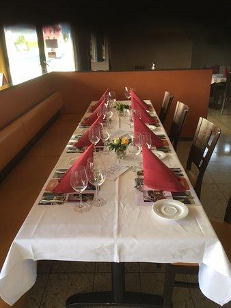 Buttikon, Švajcarska: Der gedeckte Tisch