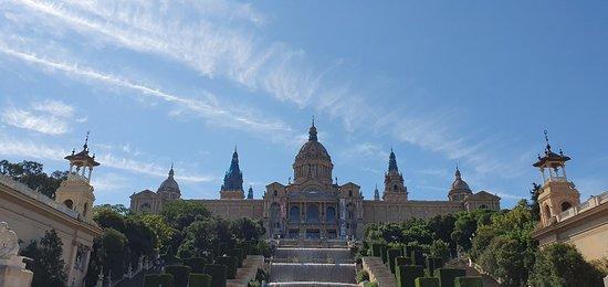 Museu Nacional d'Art de Catalunya - MNAC: Национальный музей искусства Каталонии