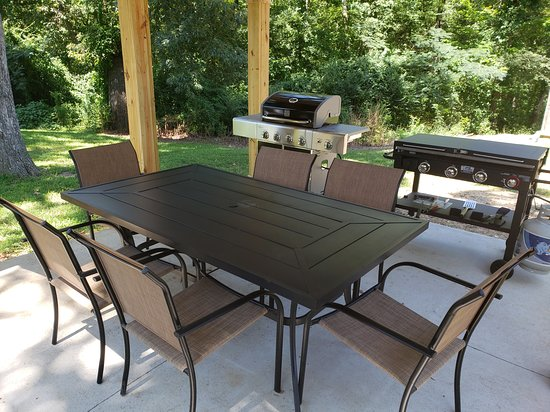 Aurora, KY: BBQ / Outdoor Dining