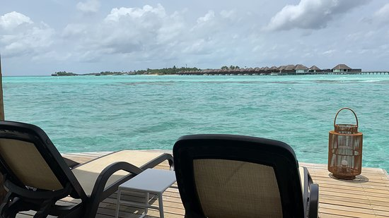 Cinnamon Dhonveli Maldives: The best experience I have ever had to stay in such a beautiful resort. The staff were so helpful and cooperative. Food of the restaurant is mind blowing and specially the drinks from all inclusive menu.