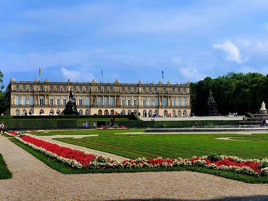 """Professional Salzburg Guide - Andrei Zalpius: Ну, здравствуй, наш милый сумасшедший Людвиг! ⚜ Спасибо, что купил такой красивый остров! ⚜ Спасибо, что так любил своего тёзку Людовига XIV и подарил Баварцам его Кенотаф - свой Версаль! ⚜ Из экскурсии """"Баварский Версаль Людвига II""""  🔴🔴🔴  🔝 Ваш гид в Зальцбурге - Андрей Зальпиус ⭐⭐⭐⭐⭐  📱 +436509210242 ( WhatsApp / Viber ) 📧 andrey.salpius@gmail.com  🌐 www.austria-guide.org ℹ #salzburg_guide"""