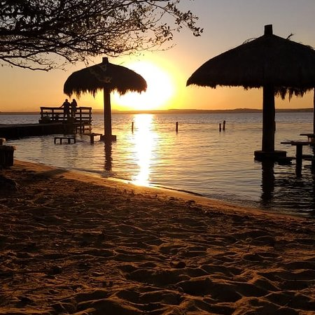 Para acessar a Ilha do Canela, é preciso pegar uma das embarcações disponíveis na Praia da Graciosa. Um lugar belíssimo e com um pôr do sol mais lindo que já vi!