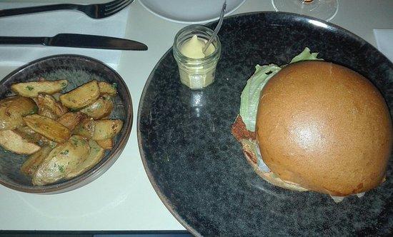 Guest: Hamburger con cernia fritta e patate