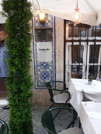 Versículo do Faia: Esterno del ristorante.