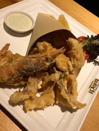 LENBACH Restaurant & Bar: Seafoods appetizer.  Good!  Mixed of fish, jumbo shrimp, & calamari.  Not enough dipping sauce, has to ask for more. :)
