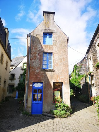 Rochefort-en-terre: au détour d'une ruelle petite maison toute en hauteur