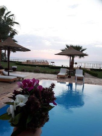 Tamra Beach: Alzata alla 5 per vedere l'alba, un giardiniere mi ha omaggiata di questo mazzolino.