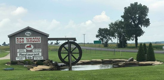 Poseyville, IN: The Red Wagon - Easy access from highway!