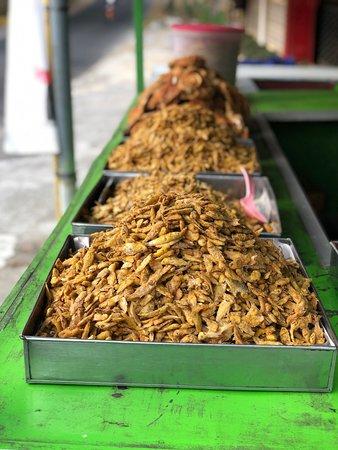 Warung Makan Pak Glinding: Wadukfood di tepi waduk Gajah Mungkur