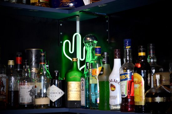 A variety of alternatives to have a nice drink.