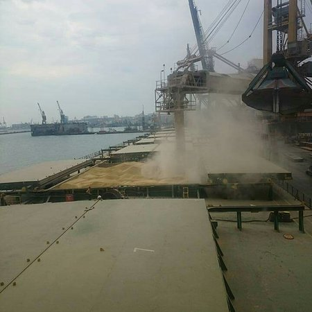 Odessa, Ukraina: Loading of wheat 🌾 to delivered to Algeria.