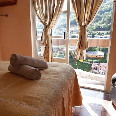 Real Cortes: Disfruta de la belleza de Real del Monte desde la comodidad de tu habitación.