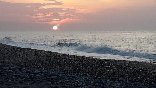 日出與潮浪