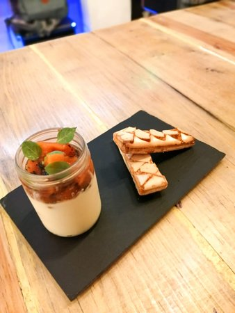 San Pedro Cholula, Mexiko: Yogurt Custard , grilled nectarine , cinzano campari and peach liquor reduction , sfogliatine !