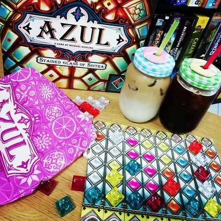 The amazing game Azul plus some tasty iced coffees!