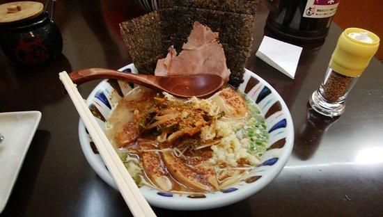 Nanashi Tonkotsuhen Tama Plaza: 七志ラーメンの全部のせ