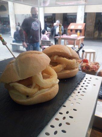 Los calamares con ali-oli es uno de nuestros pintxos más populares, vengas el día que venga, siempre está en nuestro mostrador!