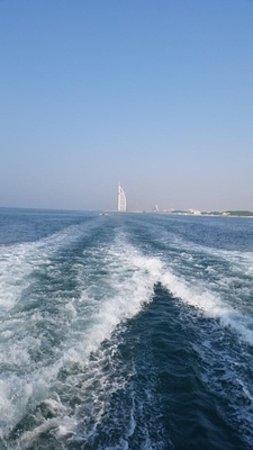 Dubai Luxusyacht Sightseeing: Wave Behind