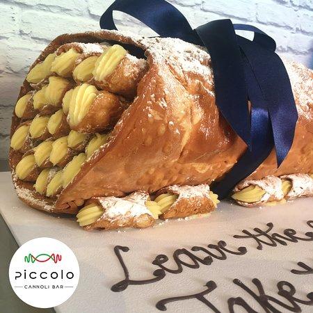 Piccolo Cannoli Bar : Cannoli Basket