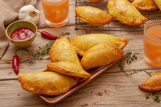 Unity, Giamaica: Jamaican beef patties, a frequent local lunch item. Similar to empanadas