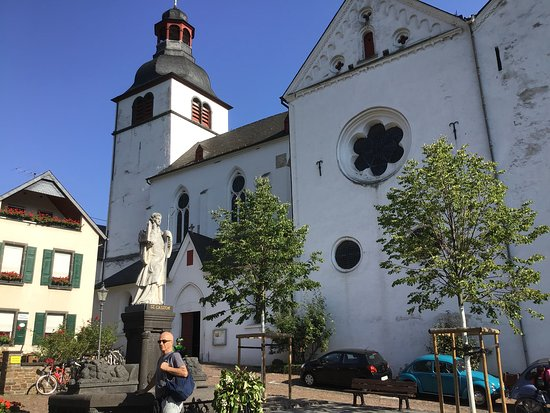 The Main Street  in Treis Karten leading to the St Castor church is very attractive.