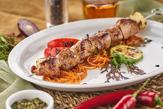 Taverna Oneiro: Сувлаки шашлык из свинины