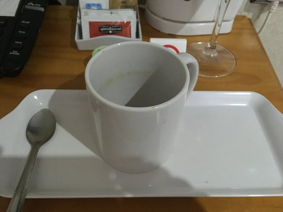 Torbay Court Hotel: DIRTY MUG LEFT NOT CLEANED FROM PREVIOUS GUEST TOTALLY UNACCEPTABLE THIS IS JUST THE BASIC LEVEL OF CLEANLINESS YOU SHOULD EXPECT IN ANY HOTEL