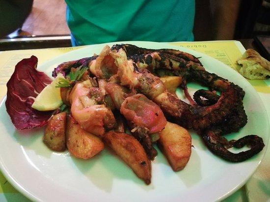 Pulpo, beef-eye y calamares rebozados.