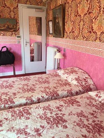 gemütliches Doppelzimmer mit kleinem aber modernem Bad
