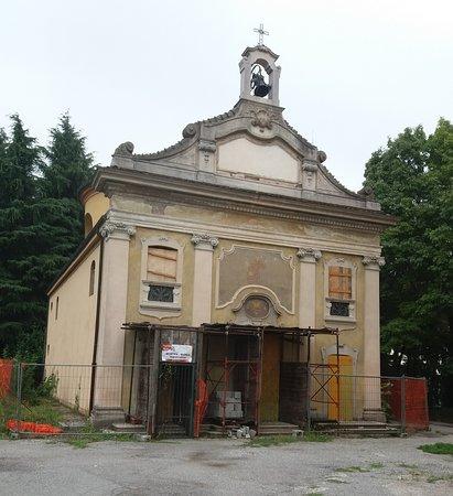 La Chiesa adiacente in fase di restauro
