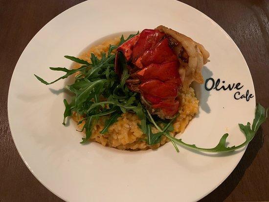 Olive ERA: 龍蝦意大利飯($178) 有大大隻龍蝦,賣相好吸晴👀, 意大利飯份量好多, 但口感比較軟腍,唔係小編杯茶, 不過勝在幾入味,味道不錯。