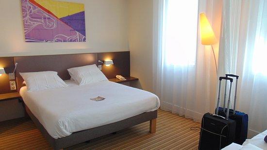 Novotel Suites Lille Europe hotel: Ampia camera