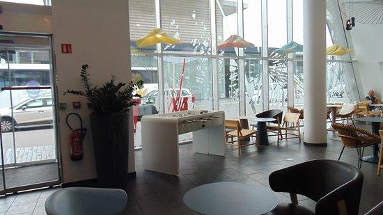 Novotel Suites Lille Europe hotel: Hall