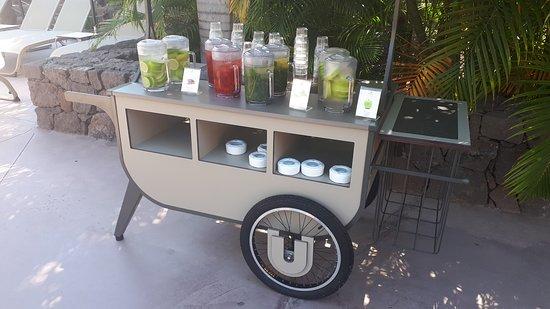 Agua de sabores y frutas exclusivo de la zona Unique.