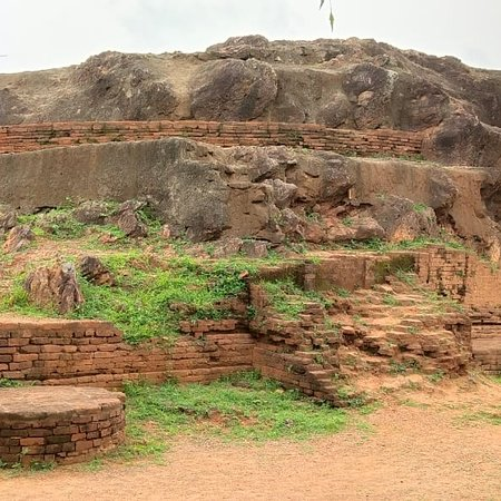 Anakapalle, India: Few more pics of Sankaram Buddhist site Bojannnakonda Lingalakonda