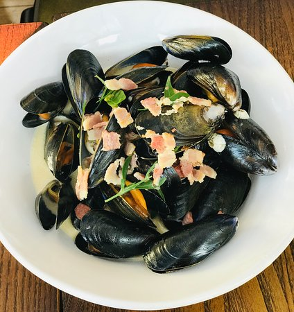 Cornish mussels, Kent Cider & smoked bacon, fries