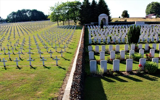 vista de los dos cementerios