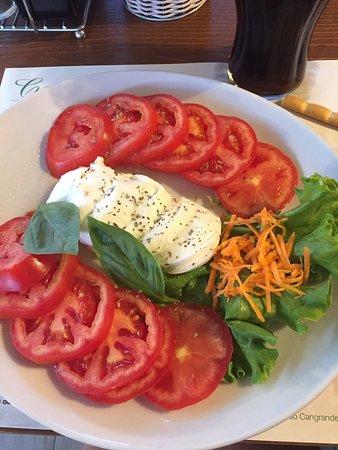 Prosciutto mit Melone, Tomate mit Mozzarella und Meeresfrüchtesalat