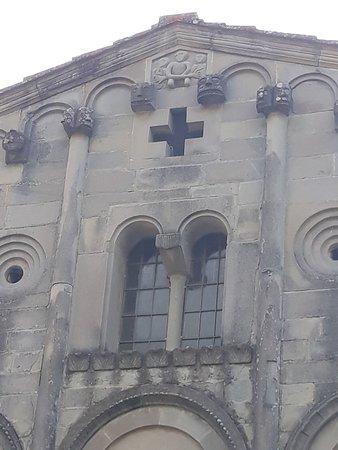 Castelvecchio, Italia: particolare parte alta della facciata