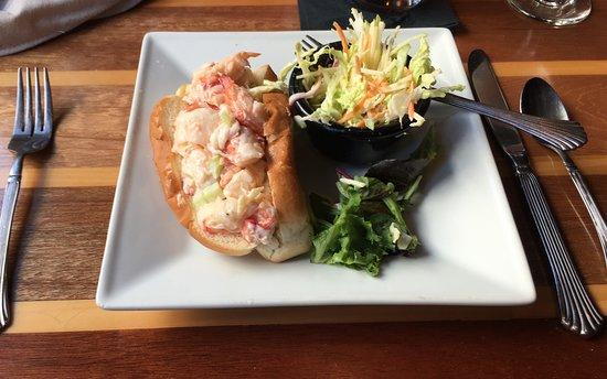 The Oar House: Best Lobster Roll I've Had