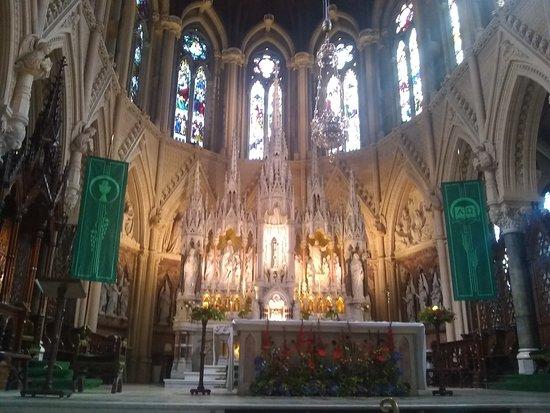 Cobh Cathedral: L'autel