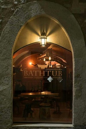 Bathtub Distilleria illegale