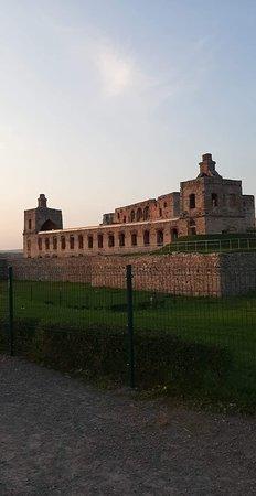 Krzyztopor Castle: Zamek Krzyżtopór - 8. Pełne ujęcie zachodniej części