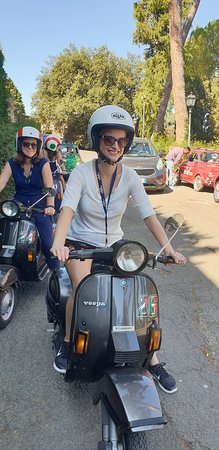 Florence Vespa Tour: Tuscan Hills and Italian Cuisine: Out in the countryside