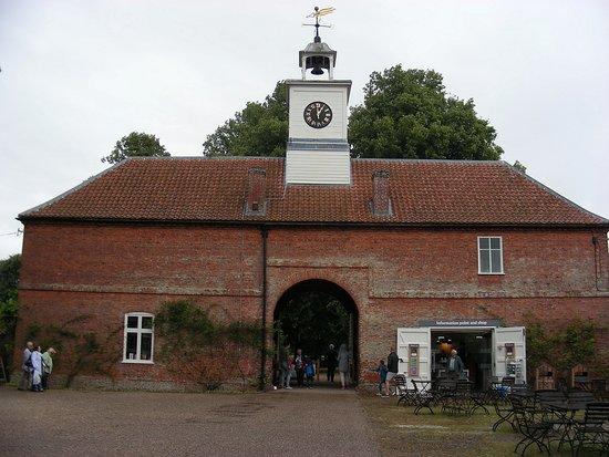Gunby Hall Entrée