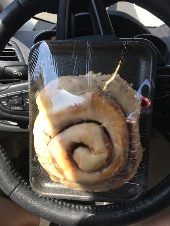 Yoder, KS: Hugh cinnamon roll