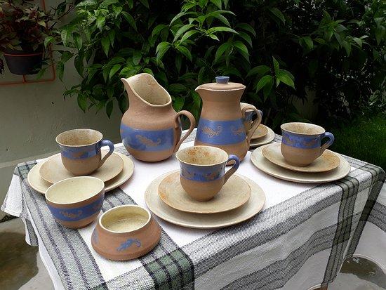 Jogo matinal coleção chama da floresta: jarra, jarra com tampa,  xícaras, pratos de sobremesa, bol P, bol inclinado em cerâmica de alta temperatura.