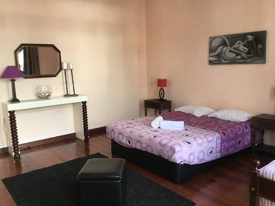 Novelao House: Spacious room.