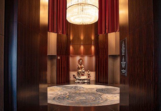 Mandarin Oriental, Singapore: The hotel lobby