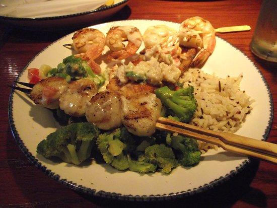 NJ - CHERRY HILL - RED LOBSTER - SHRIMP, SCALLOPS, & SALMON COMBO DINNER - W/ OVERCOOKED SCALLOPS